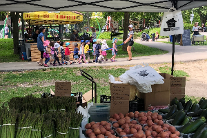 Farmer's market for seniors - all ages enjoy the market